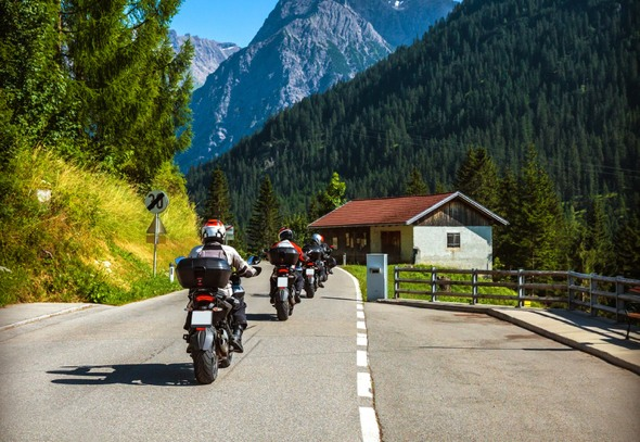 motorcycle-group-riding-tips